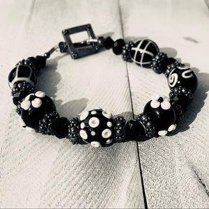Jewelry - • handcrafted glass beaded daisy bracelet •
